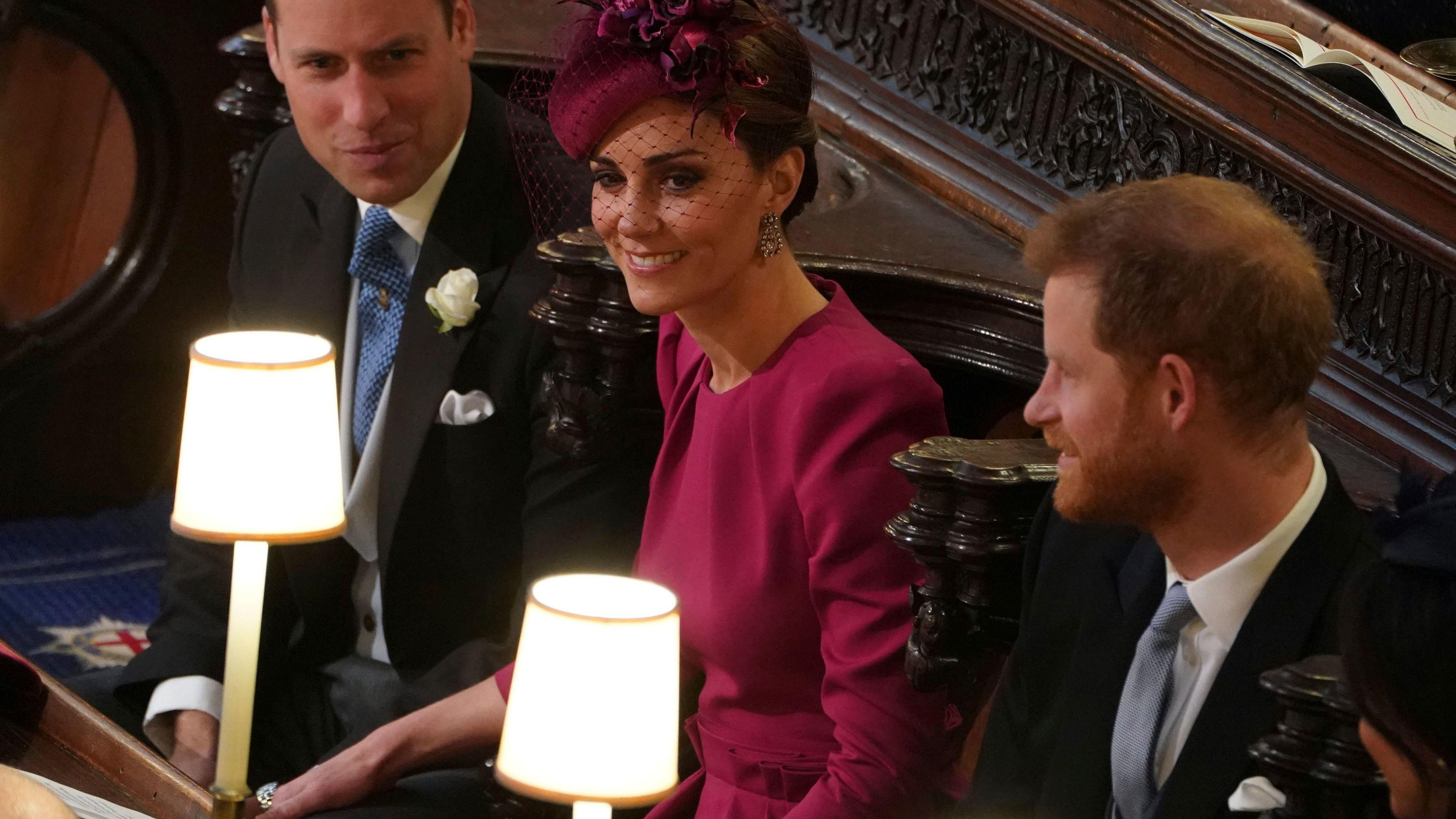 9572b20824ee Iskrí to aj po rokoch  Pozrite si nežné dotyky Kate a Williama ...